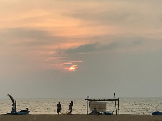 The sun sets over Negombo beach and my Sri Lankan adventure